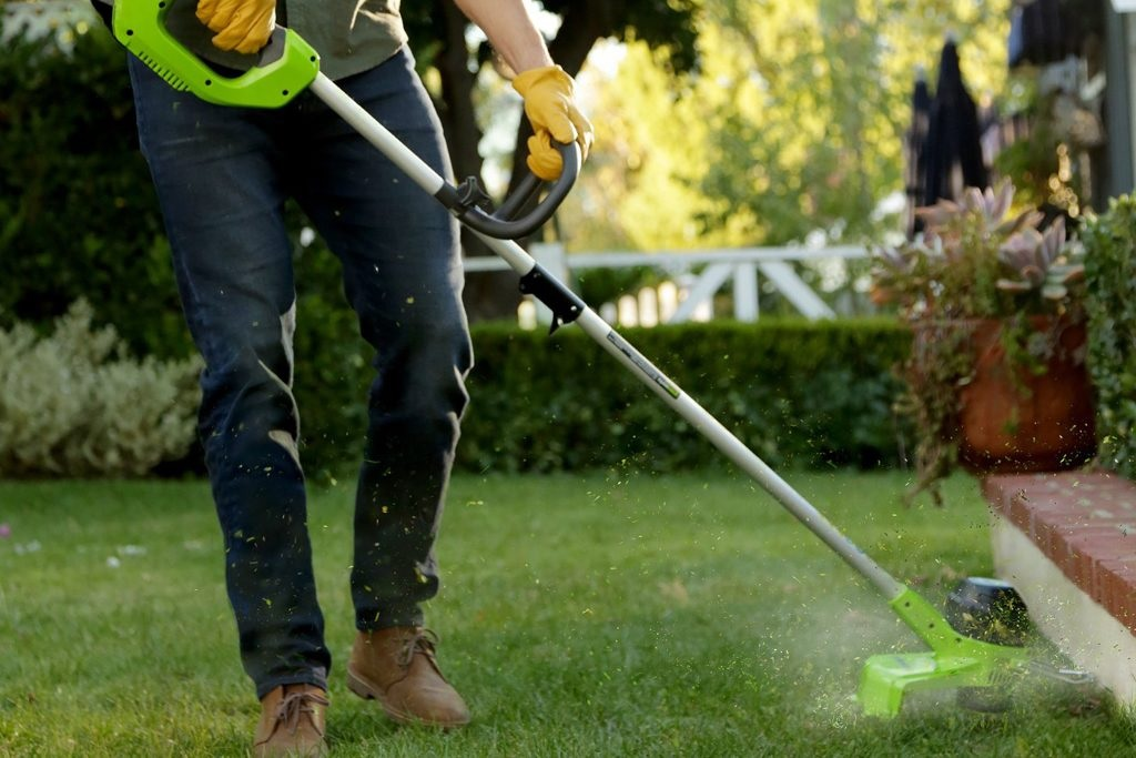 electric string trimmer