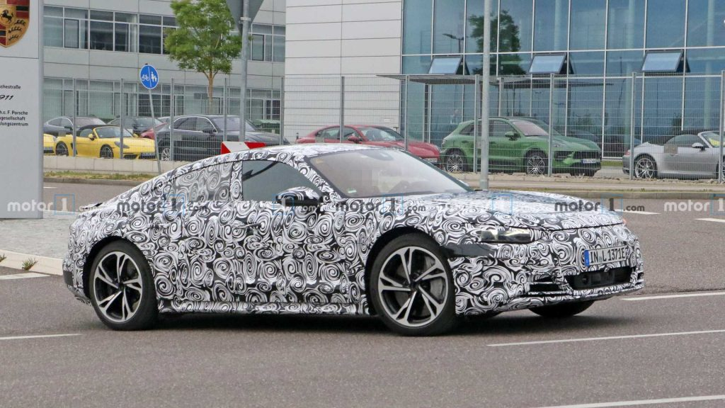 Audi e-Tron GT (side)